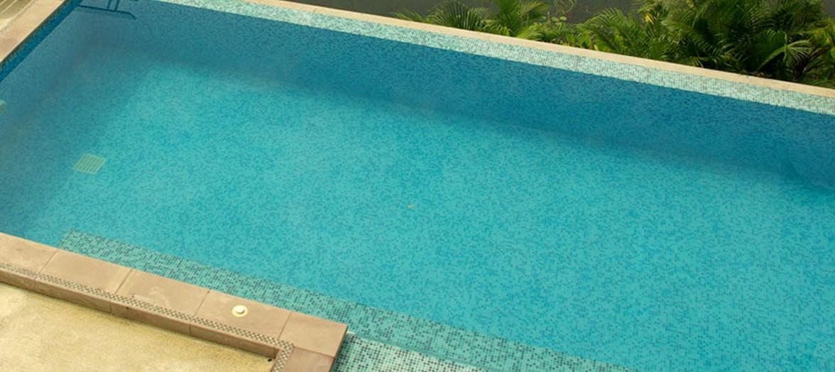 piscine traitée par électrolyse pour une désinfection bien maîtisée