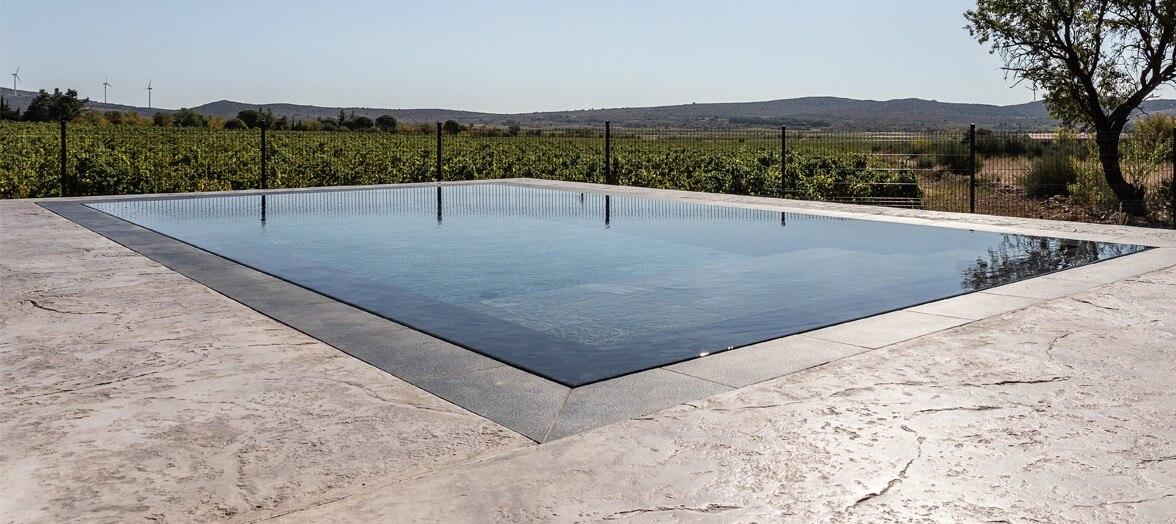 piscine mirroir avec traitement au sel par électrolyse
